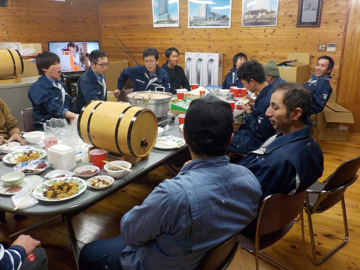 社員食事会でボジョレー・ヌーヴォー